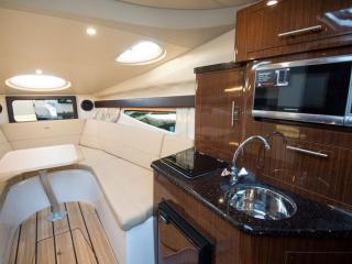 REGAL 26 Express Cabin Cruiser d'occasion