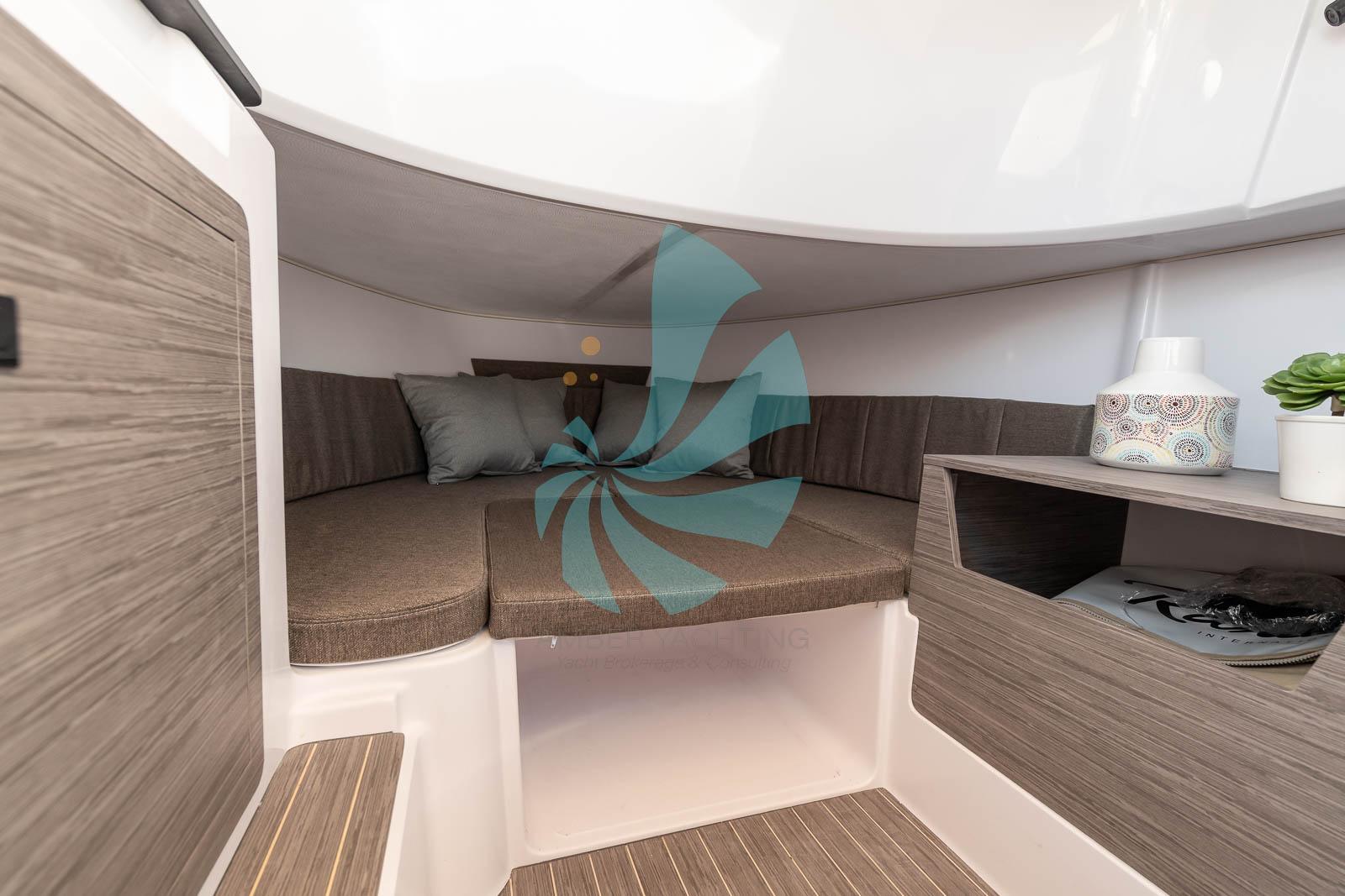 Bateau de moind de 7 metres avec cabine en vente chez Amber Yachting