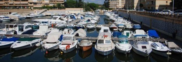 Vue du Port Marco Polo avec pannes et bateaux - Vente places de port Amber Yachting