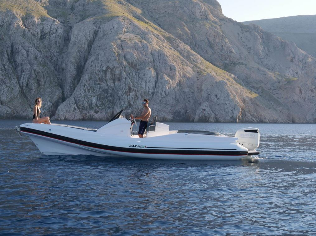 ZAR FORMENTI 85 SL white tubes - mooring at sea