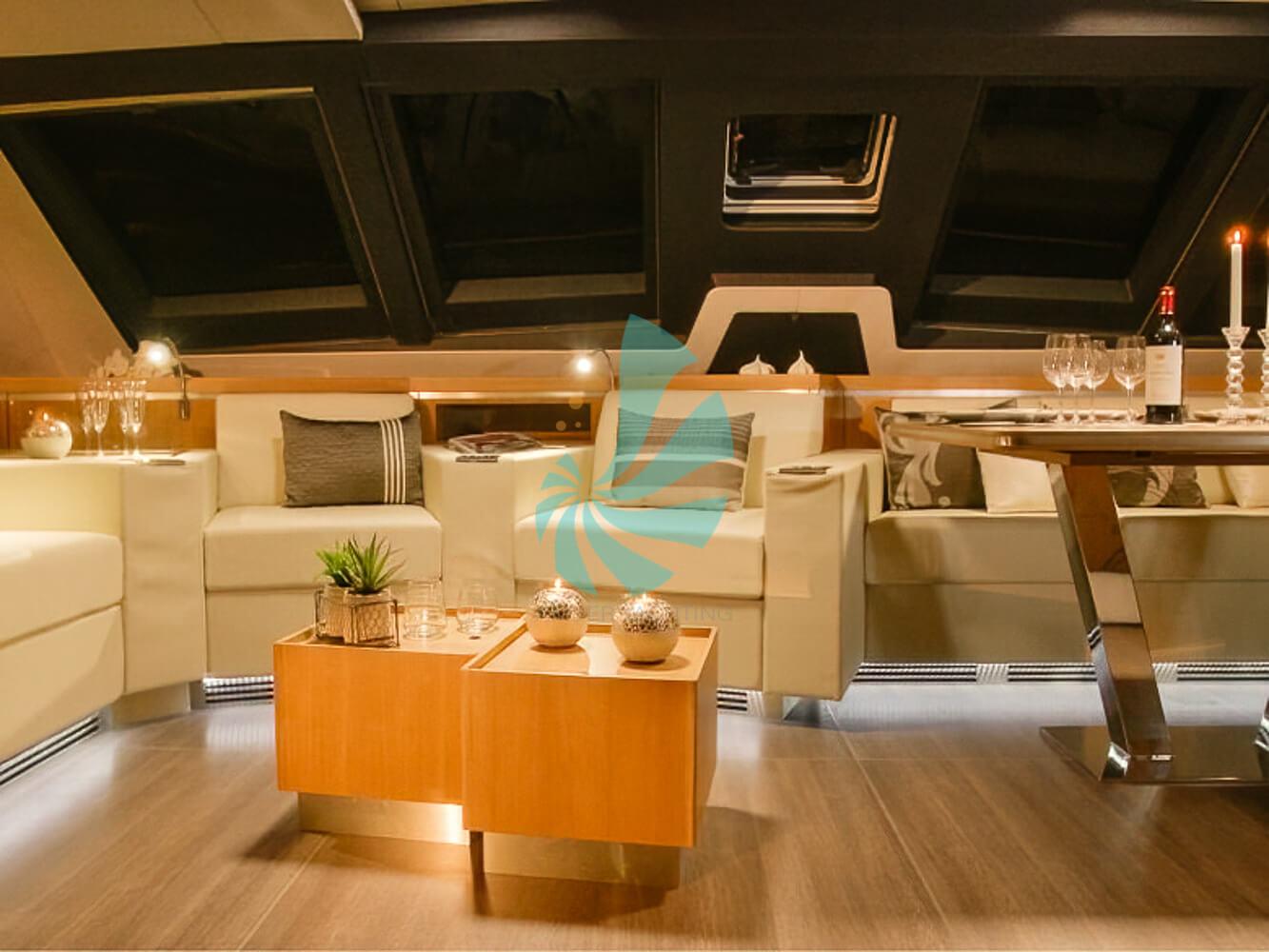 Catamaran a voile Privilege Série 6 interieur luxueux, a vendre chez www.amber-yachting.com