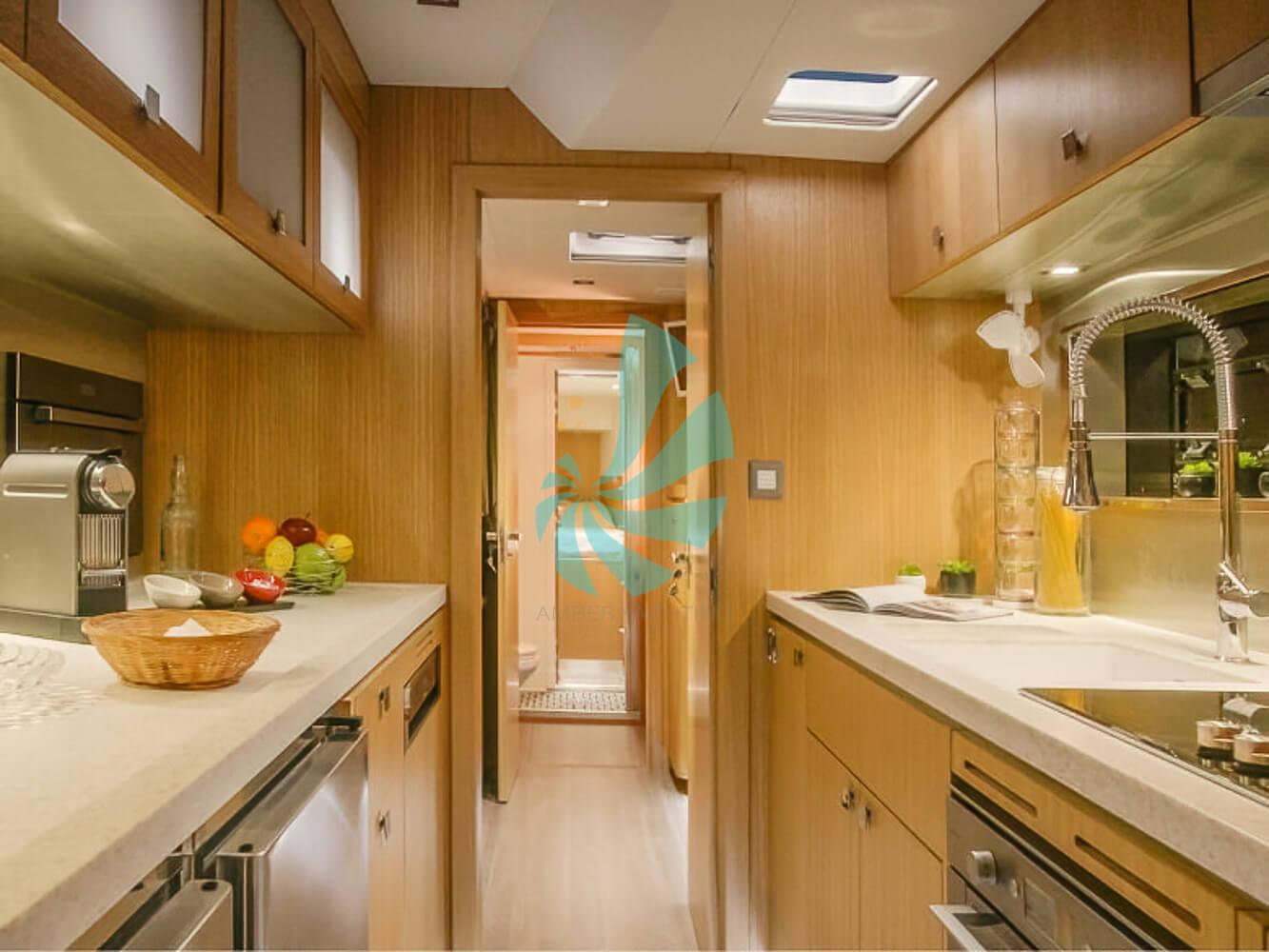 Catamaran a voile Privilege Série 6 cuisine équipée, a vendre chez www.amber-yachting.com