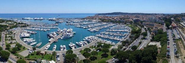 Vue aérienne port vauban avec les bateaux - Vente places de port Amber Yachting