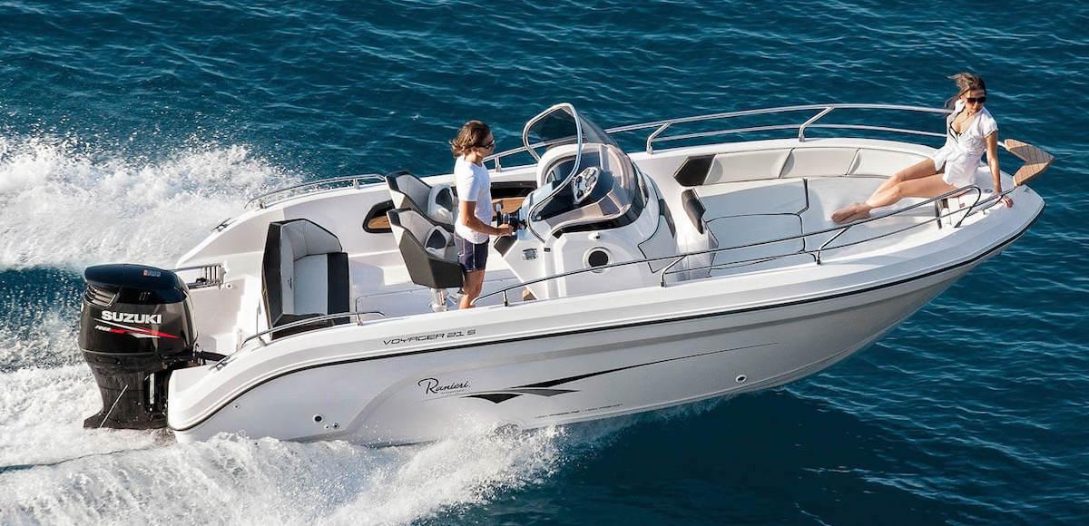 Ranieri Voyager 21S navigue avec 2 personnes, a vendre chez Amber Yachting
