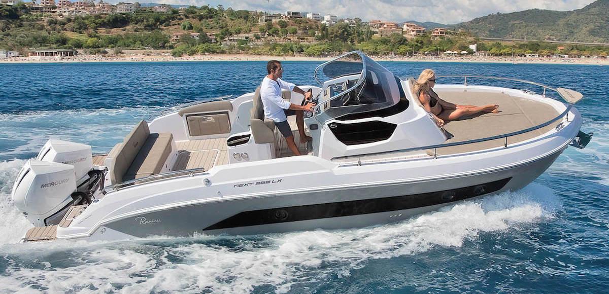 Ranieri Next 285 LX navigue avec 2 personnes, a vendre chez Amber Yachting