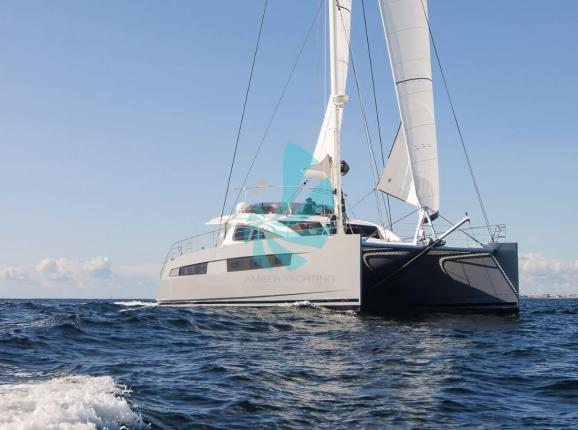 Catamaran Privilège Série 6 en mer - A vendre d'occasion Amber Yachting - Mandelieu-la-Napoule (06)